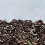 Tony brytyjskich śmieci zalewają Polskę
