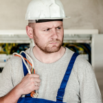 Jak wybrać narzędzia do pracy w zawodzie elektryka?