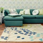 Domowa oaza zieleni – aranżacja wnętrz za pomocą dywanów z motywem kwiatowym