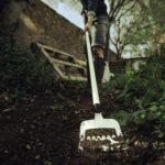 Jak pozbyć się chwastów z przydomowych ogródków?